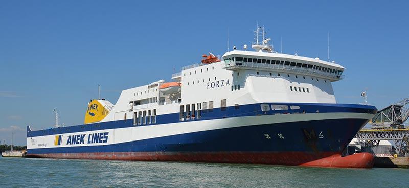 Nave Traghetto Anek Lines forza