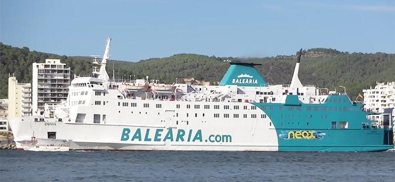 Nave Traghetto Balearia poeta anglada lopez