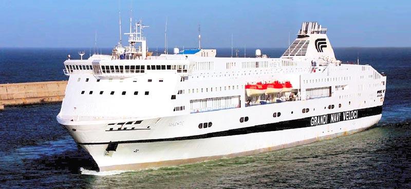 Scopri la flotta grandi navi veloci traghetto majestic for Nave sardegna