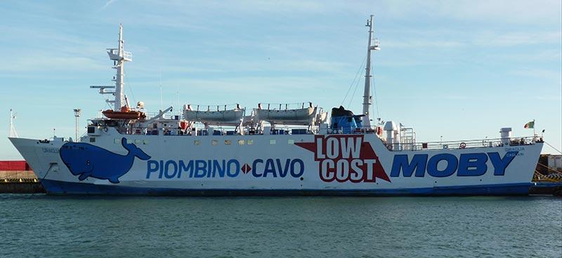 Nave Traghetto Moby giraglia