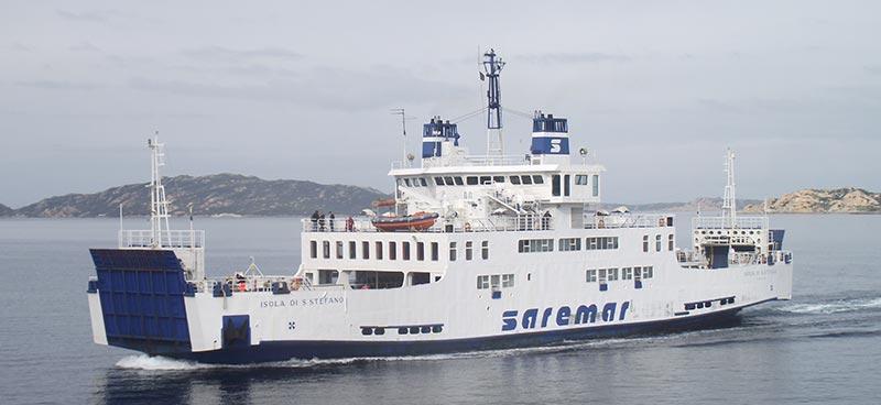Nave Traghetto Saremar isola di s stefano